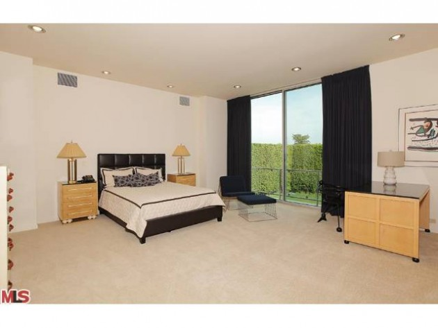 LUXURY LEASE: 801 North Rexford Drive, Beverly Hills